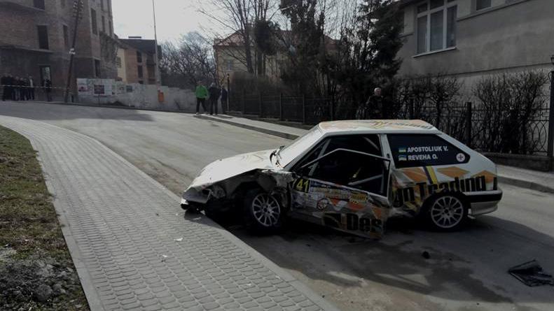 Під час перегонів у курортному Трускавці авто учасника збило перехожого