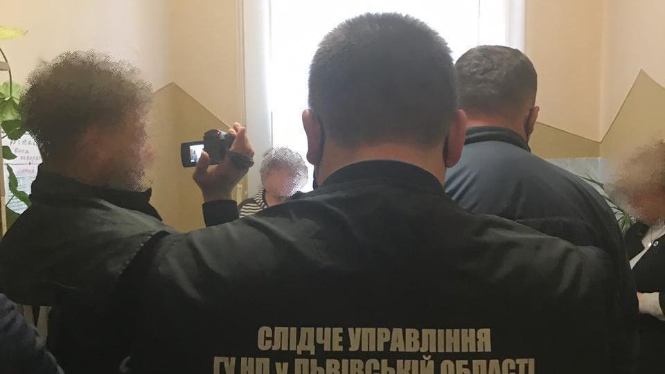 У Дрогобичі депутатку міськради спіймали на одержанні хабаря