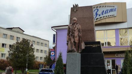 c100d7a9a5294a Трускавецькі безумці мають намір знищити пам'ятник Степанові Бандері у  місті-курорті